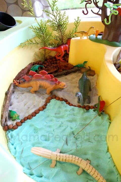 Cool Dinosaur Small World Play from Mama Pea Pod + 30 activities for kids *great list of ideas