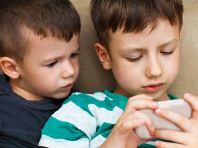 Kids and Screen-Time: 7 Tips for Teaching a Healthy Family Balance *great ideas