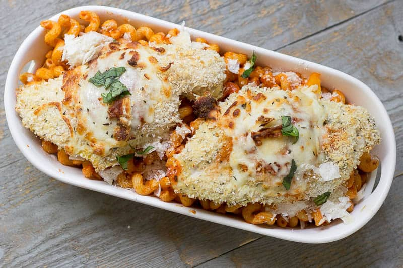 Check out this simple oven baked chicken Parmesan. A few easy tweaks make this recipe kid-friendly without futzing too much with the delicious, well-loved classic flavor. *Saving this dinner  option. YUM.