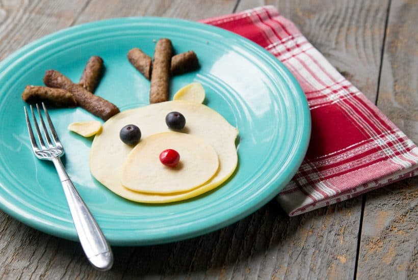 Christmas Pancake Art: 5 Easy Designs Anyone Can ROCK *This is the perfect family holiday tradition. My kids are going to love it!