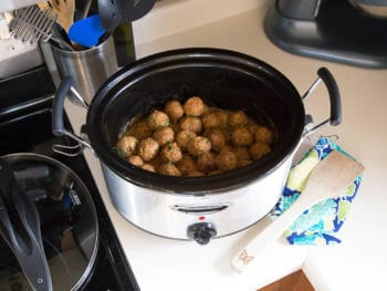 Slow Cooker Swedish Meatballs :: The Perfect Winter Comfort Food *This crock pot recipe sounds delicious!