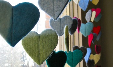 Adorable Felt Heart Garland Craft for Valentine's Day