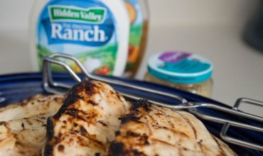 Easy Dinner Recipe — 4-Ingredient Garlic Ranch Grilled Chicken
