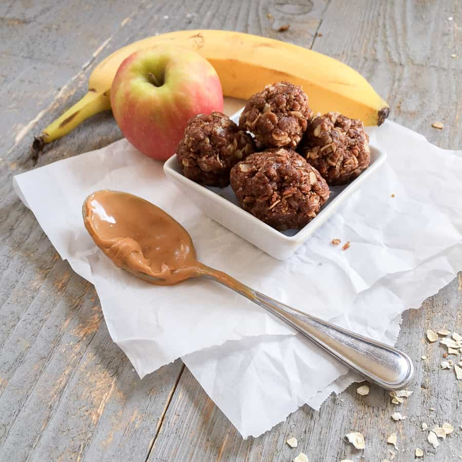 These no-bake snack bites are the perfect punch of protein. This chocolate peanut butter energy ball recipe tastes like a healthy Resse's peanut butter cup. The kids love this healthy recipe! #recipe #snack #proteinballs #energyballs *So trying these protein balls. Perfect for an on-the-go travel or afterschool snack for kids.