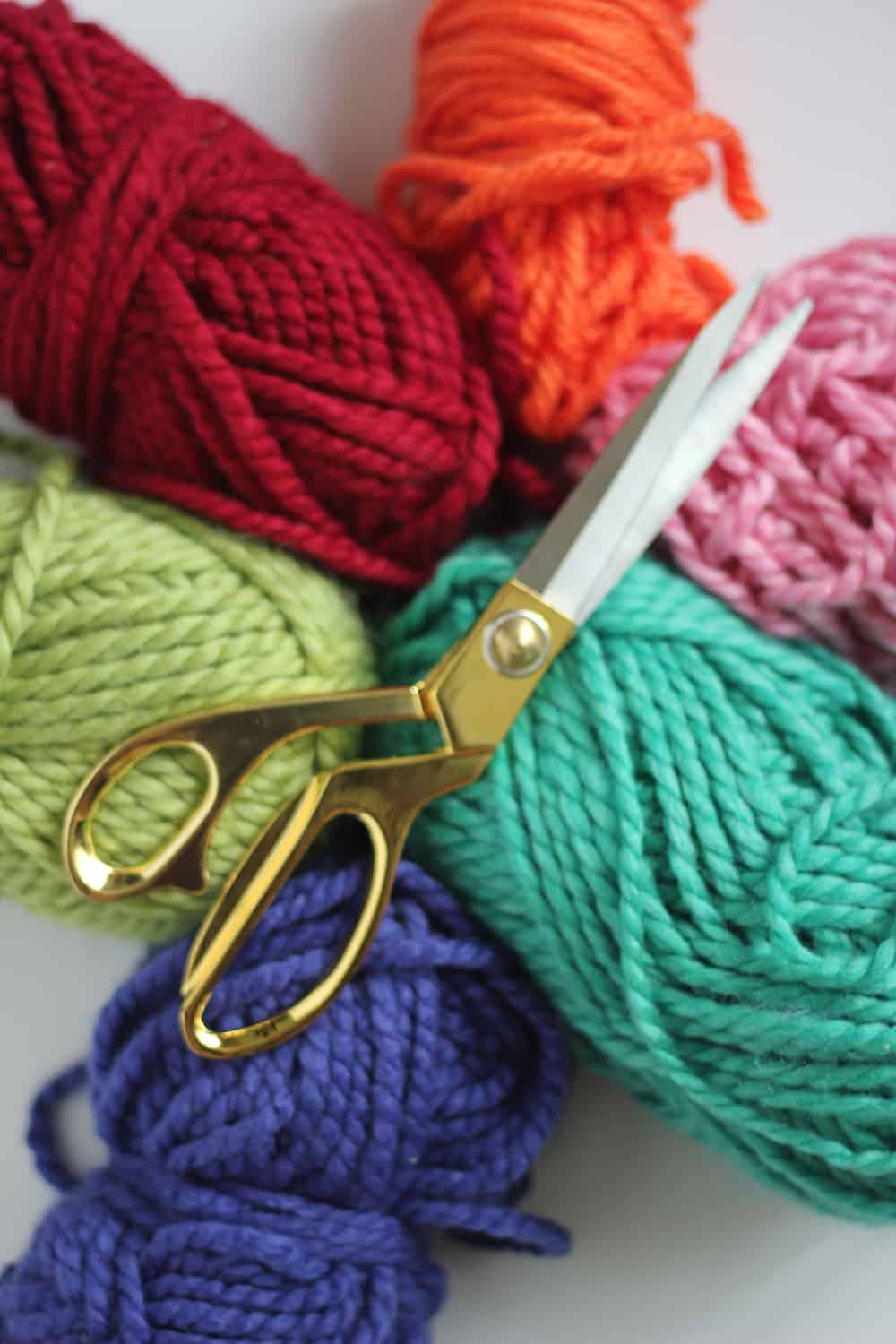 Fingerknitting only takes some bulky yarn and your fingers!