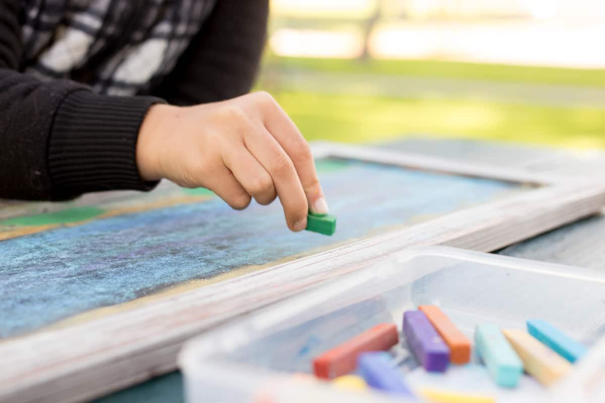 Today I am thankful for... Words of Gratitude Project *This interactive family project is perfect for older kids and Thanksgiving. Love all the chalk art!