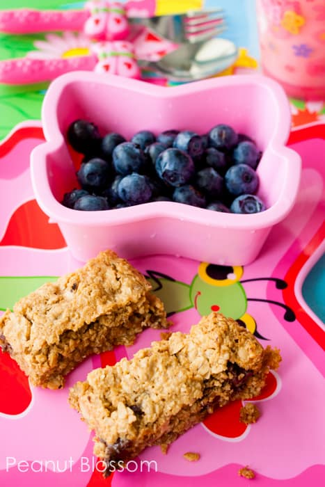 75 Screen-Free Activities Make homemade granola bars *Loving this list of family-friendly ideas. A great parent resource for summer.