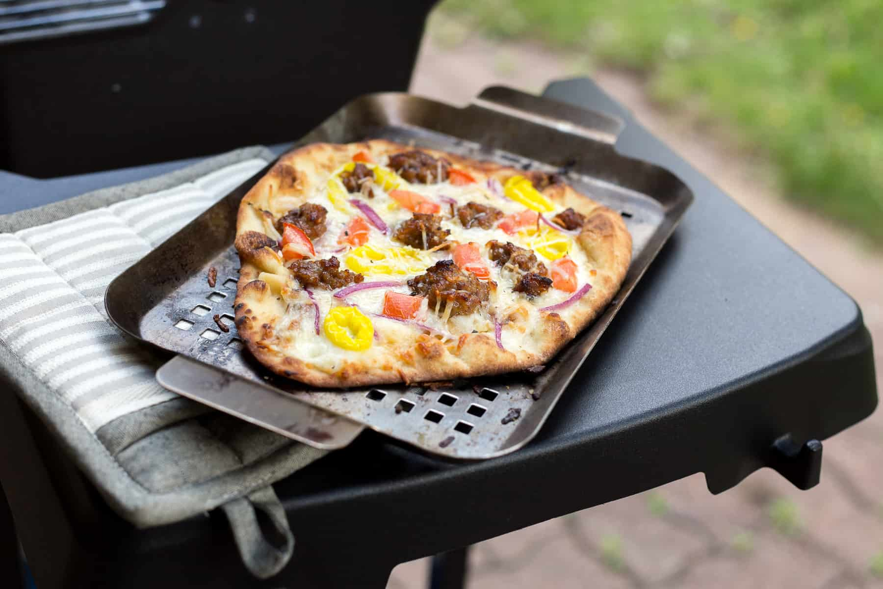 How to Grill Pizza + This Grilled Pizza Recipe Is Insanely Delicious