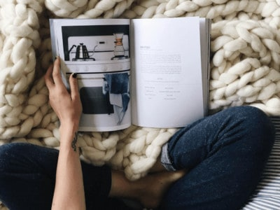 5 Tips for Planning a Cozy Hygge Party - Ditch the winter blues by pausing to celebrate slow at a cozy party with friends and family *Love these planning tips