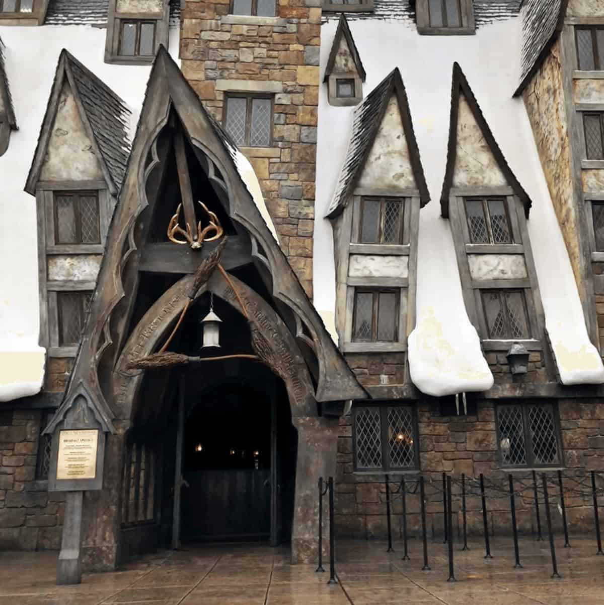 Wizarding World of Harry Potter Tips - Universal Orlando Tips: Should you get the Universal Express Unlimited? Is Universals early entry worth it? Compare Universal Studio hotels and more. Great mom-to-mom tips for planning your family vacation to Orlando. #HarryPotterWorld #UniversalOrlando #FamilyTravel #UniversalStudios #Orlando #Florida *Pinning this REAL parent advice for our trip! So helpful. How cool is this? You can eat at The Three Broomsticks!