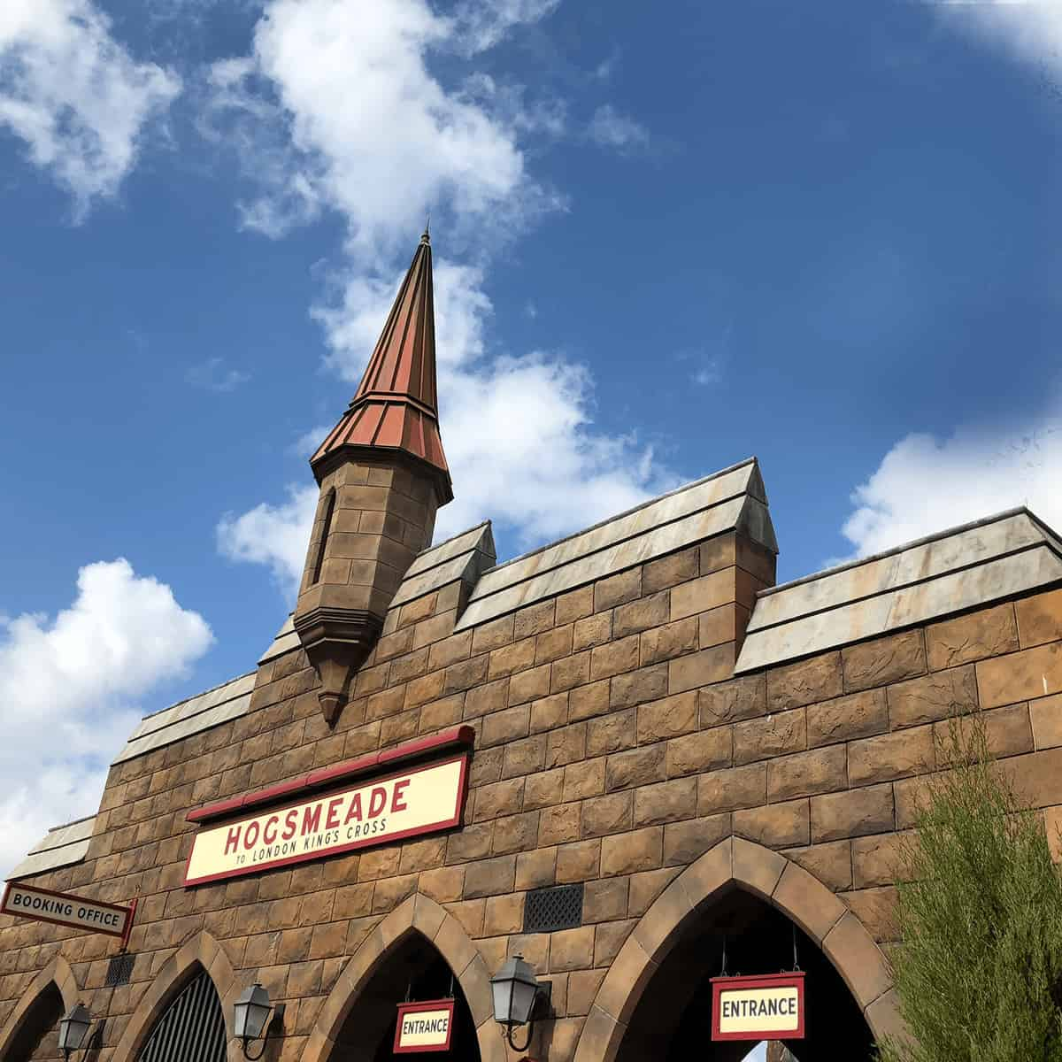 Wizarding World of Harry Potter Tips - Universal Orlando Tips: Should you get the Universal Express Unlimited? Is Universals early entry worth it? Compare Universal Studio hotels and more. Great mom-to-mom tips for planning your family vacation to Orlando. #HarryPotterWorld #UniversalOrlando #FamilyTravel #UniversalStudios #Orlando #Florida *Loving this REAL parent advice! So helpful. Pinning this for our trip! So helpful. Hogsmeade and Universal's Islands of Adventure sounds AWESOME.