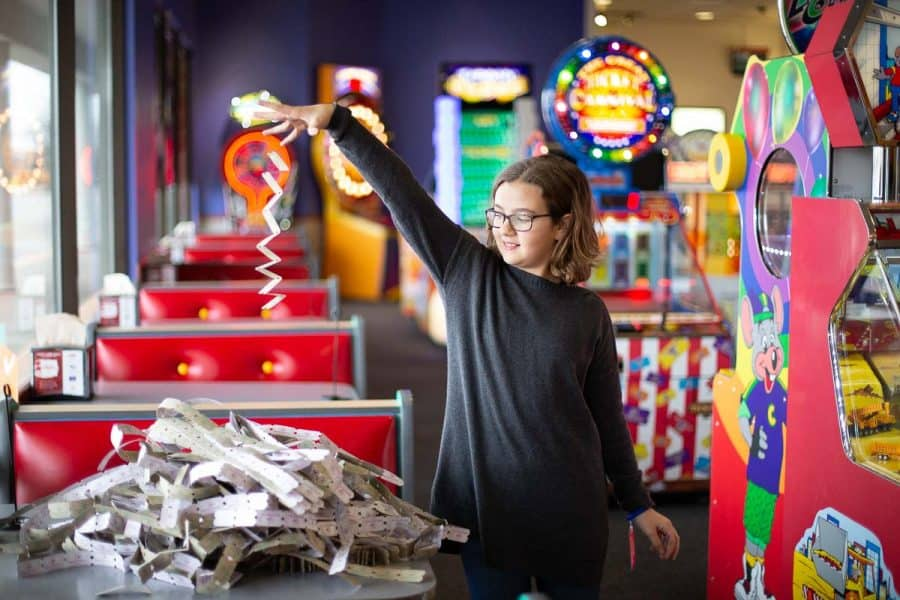 "How to Whoop Your Kids' Butts & Win the ""All You Can Play"" Family Challenge at Chuck E. Cheese's"