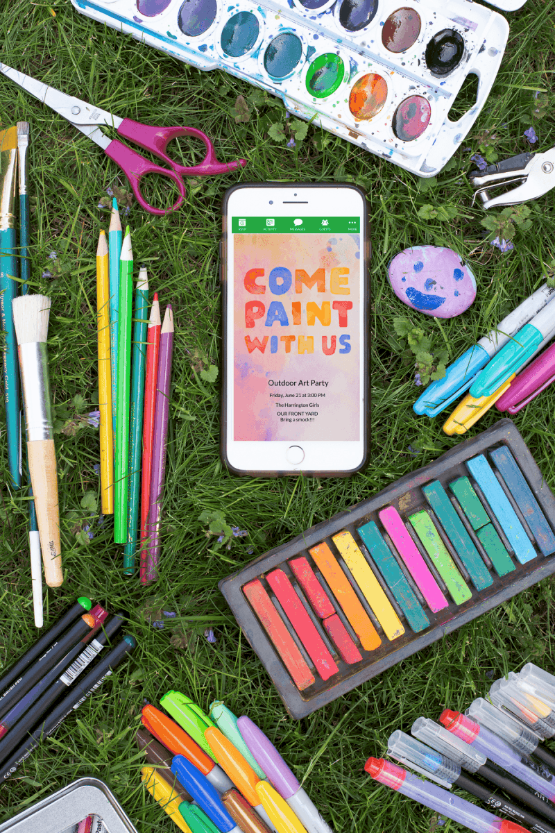 Outdoor Art Party - No need to search for a parent-led art activity, pop up an easel, and put art supplies in the yard; you've got an instant outdoor art party! #summerfun #takebacksummer #artparty #kidsactivities *Love this collection of everyday summer activities for kids and parties! So fun.