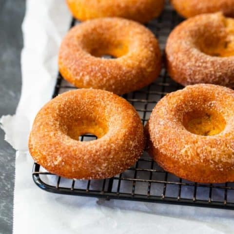 Baked Apple Cider Donuts With Classic Cinnamon and Sugar Coating: This recipe is a MUST TRY autumn family tradition #recipe #donuts *Love these ideas and how easy these baked donuts look!